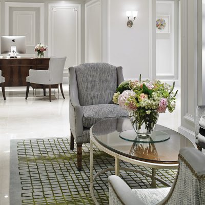 Grey and white decor in the Breakout Area of the London Marriott Hotel – Park Lane, London